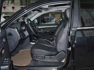 2018款经典版 2.0T 手动四驱尊贵型 柴油 前排空间