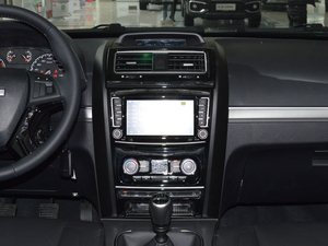 2018款经典版 2.0T 手动四驱尊贵型 柴油 中控台