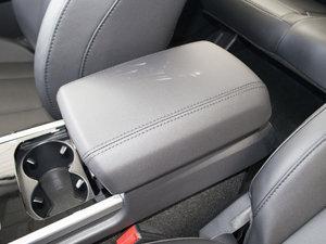 2018款蓝标 运动版1.5T 手动两驱精英型 前排中央扶手