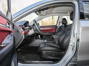 2018款红标 1.5T自动两驱超豪型 前排空间