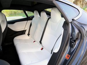 2017款P100D 后排座椅
