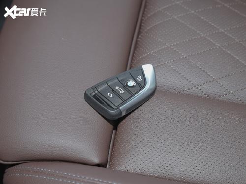 2022款 宝马X3 xDrive30i 领先型 M曜夜套装