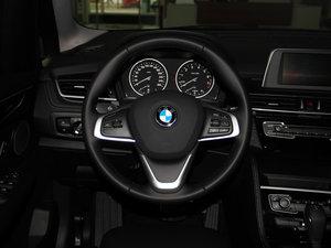 2016款218i 运动设计套装 方向盘