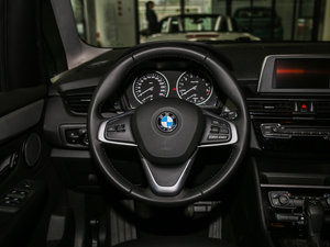 2016款218i 领先型 方向盘