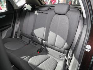 2016款218i 领先型 后排座椅