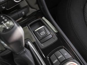 2016款218i 领先型 驻车制动器
