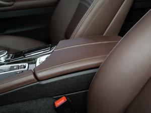 2017款528Li 豪华设计套装 前排中央扶手