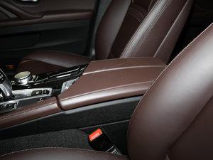 2017款525Li 豪华设计套装 前排中央扶手
