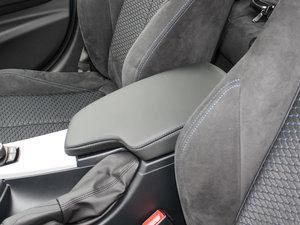 2017款320i M运动型 前排中央扶手