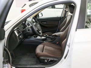 2017款320Li xDrive 时尚型 前排空间