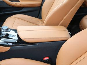 2018款530Li 领先型 M运动套装 前排中央扶手