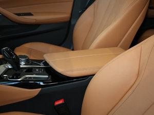 2018款530Li 尊享型 M运动套装 前排中央扶手