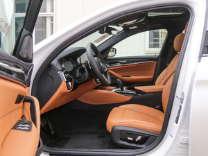 2018款530Li 尊享型 M运动套装 前排空间