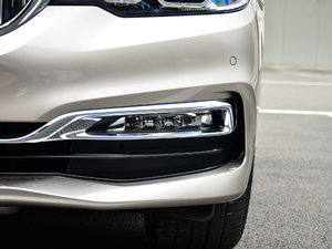2018款530Li 领先型 豪华套装 雾灯