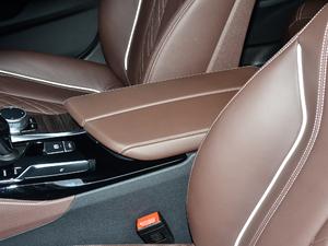 2018款530Li 领先型 豪华套装 前排中央扶手