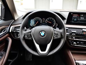 2018款530Li 领先型 豪华套装 方向盘