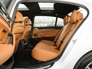 2018款改款 530Li 尊享型 M运动套装 后排空间