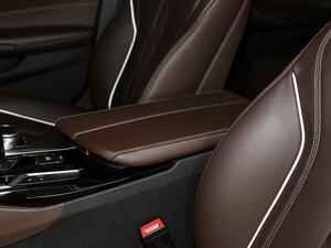 2018款改款 530Li 领先型 豪华套装 前排中央扶手