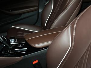 2018款改款 530Li 尊享型 豪华套装 前排中央扶手
