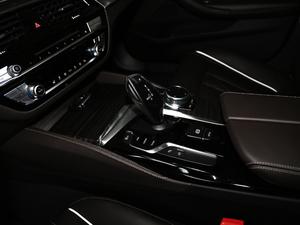 2018款改款 530Li 尊享型 豪华套装 变速挡杆