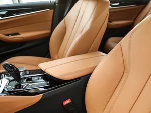 2018款改款 530Li 领先型 M运动套装 前排中央扶手