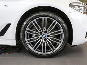 2018款530Li xDrive 豪华套装 轮胎
