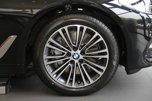 2018款改款 540Li 行政型 轮胎