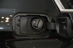 2018款改款 540Li 行政型 油箱盖打开