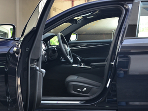 2018款改款 525Li M运动套装 前排空间