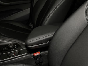 2018款sDrive 18Li 时尚型 前排中央扶手