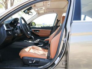 2018款330Li xDrive豪华套装 前排空间