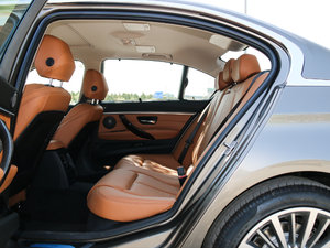 2018款330Li xDrive豪华套装 后排空间