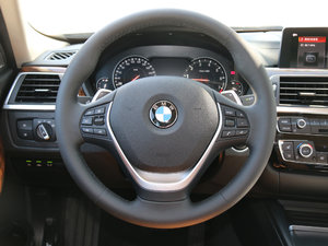 2018款330Li xDrive豪华套装 方向盘