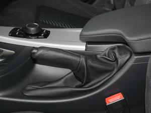 2018款320i M运动套装 驻车制动器