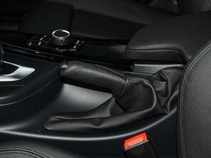 2018款320Li 时尚型 驻车制动器
