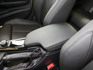 2018款320Li xDrive时尚型 前排中央扶手