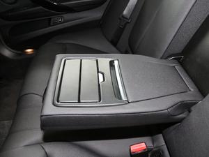 2018款320Li xDrive时尚型 后排中央扶手
