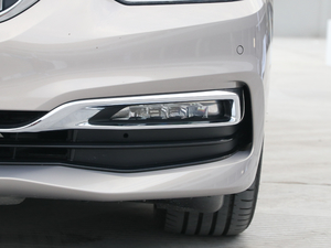 2018款530Le 基本型  雾灯