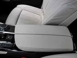 2018款530Le 豪华套装 前排中央扶手
