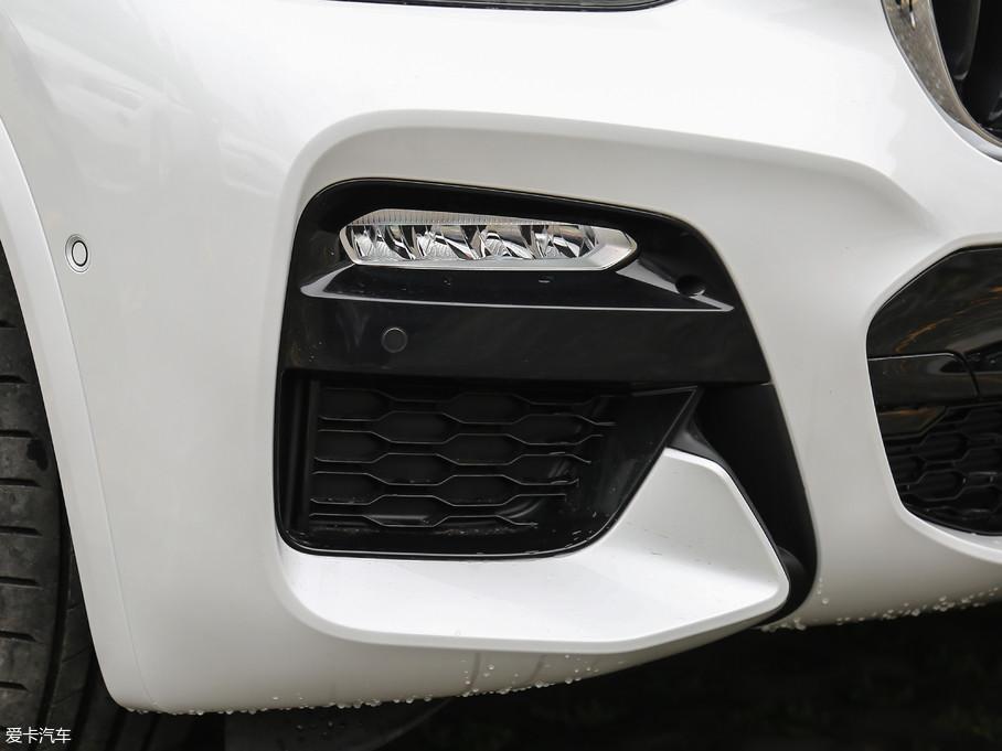 全新宝马X3 xDrive 30i 领先型M运动套装配备了前雾灯。