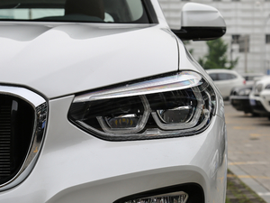 2018款xDrive 30i 领先型M运动套装 头灯