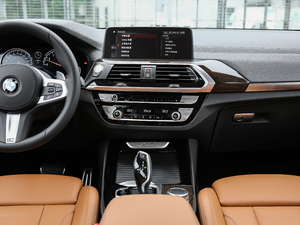 2018款xDrive 30i 领先型M运动套装 中控台