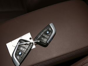 2018款xDrive 28i M运动套装 钥匙