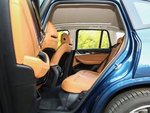 2018款xDrive 30i 尊享型M运动套装 后排空间