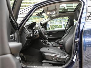 2018款218i 尊享型运动套装 前排空间