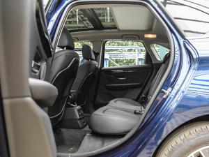2018款218i 尊享型运动套装 后排空间