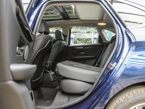 2018款218i 尊享型运动套装 后排座椅放倒