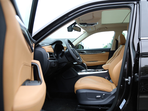2018款280T 自动豪华型 5座 前排空间