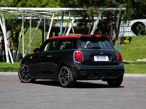 2018款2.0T JOHN COOPER WORKS ALL-IN 后侧45度