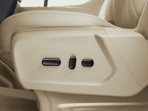 2017款2.0T 自动商务舱版 空间座椅